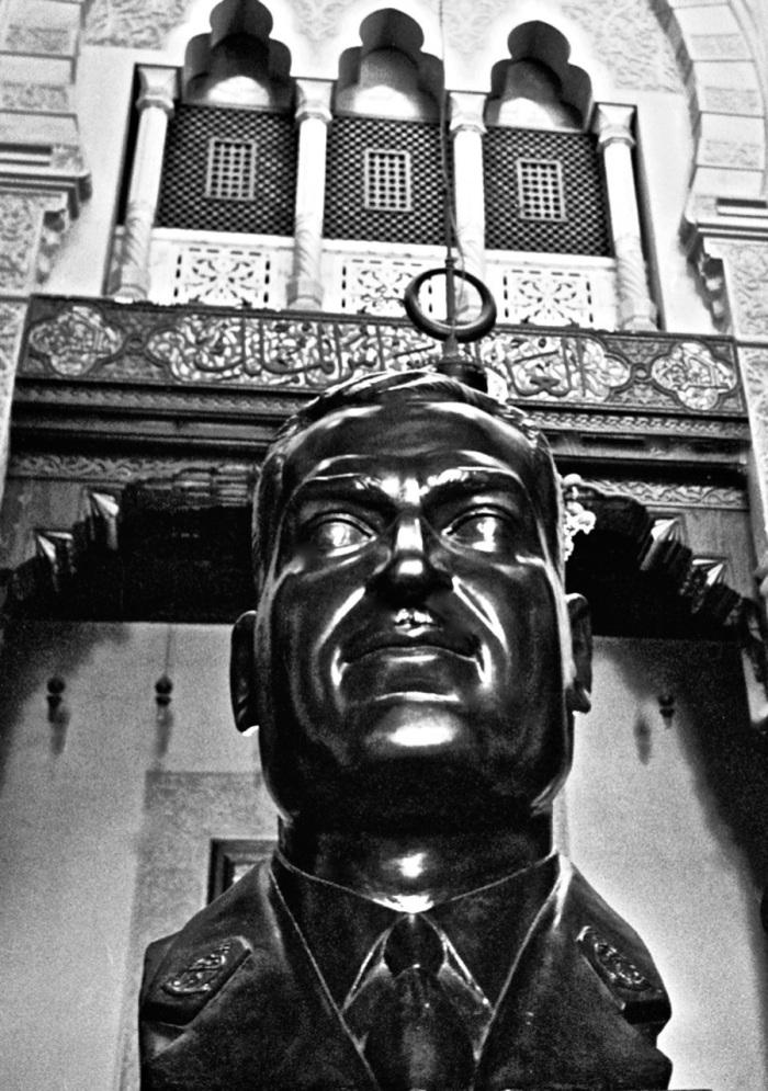 Statue-Nasser